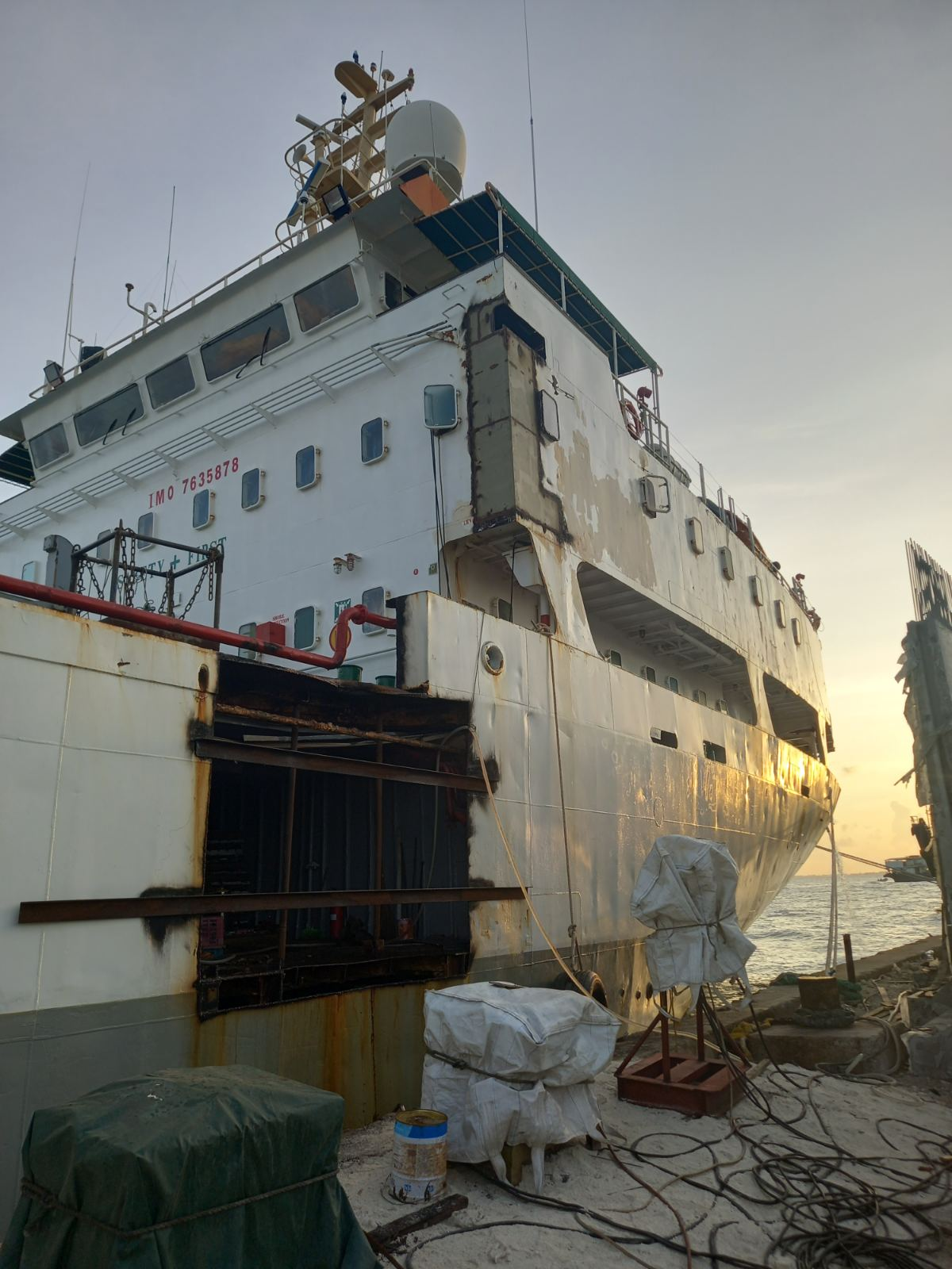 repair work on the Jazeera Reefer shipdiary.com